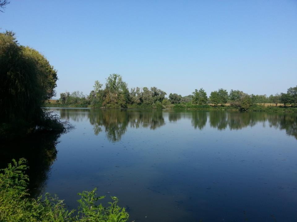 """Il laghetto dell'Arenile di Carignano, una delle due sedi delle """"Vacanze al Debù"""""""