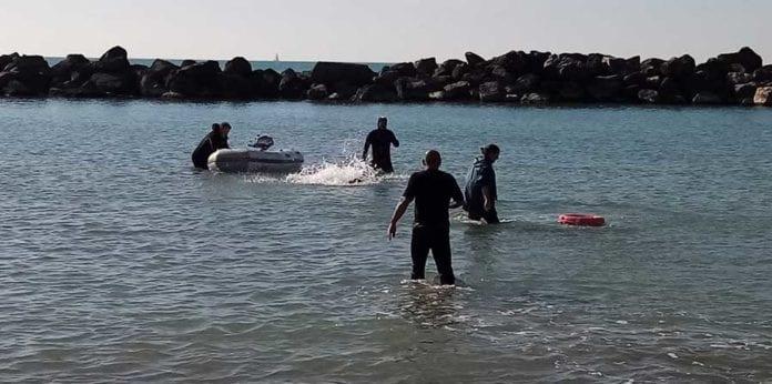 Lavoro in acqua a Marina di PIsa